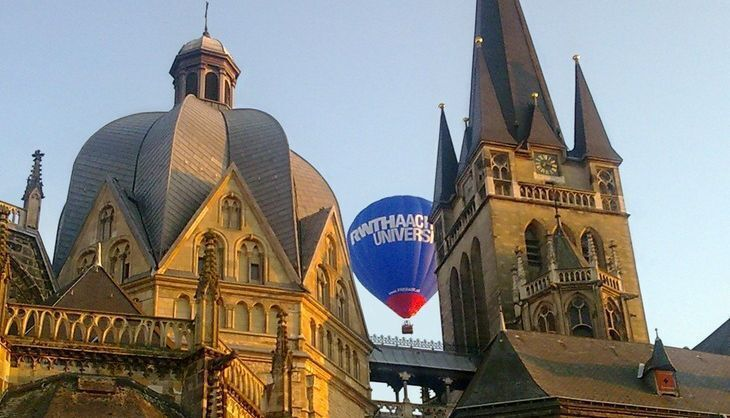 Hot-air ballon behind the Aachen Cathedral