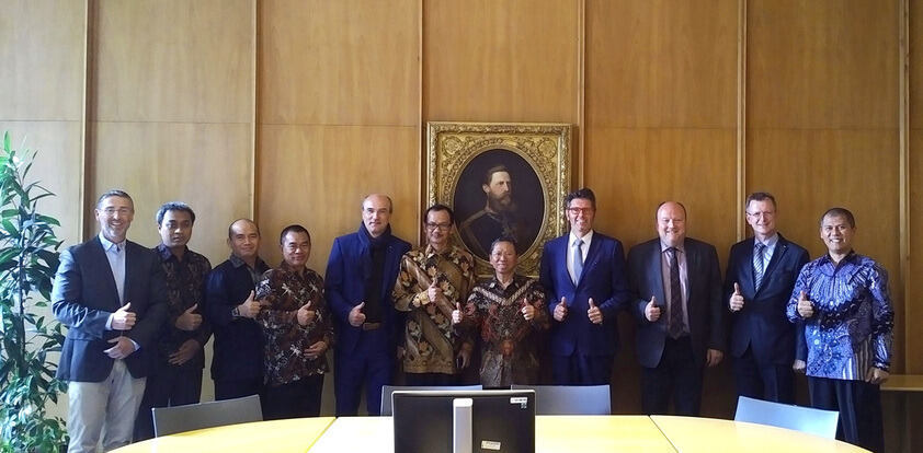 Rector Ulrich Rüdiger welcomes a delegation from the Gadjah Mada University at RWTH Aachen.